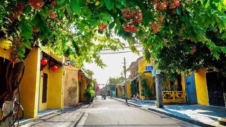 Marble mountains and Hoi An walking tour