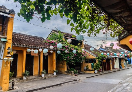 Local food and Hoi An walking tour