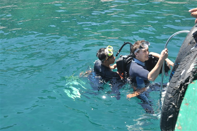 Discovery scuba diving in Cham island for beginners (8)