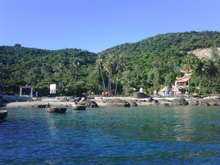 Discovery scuba diving in Cham island for certified divers (3)