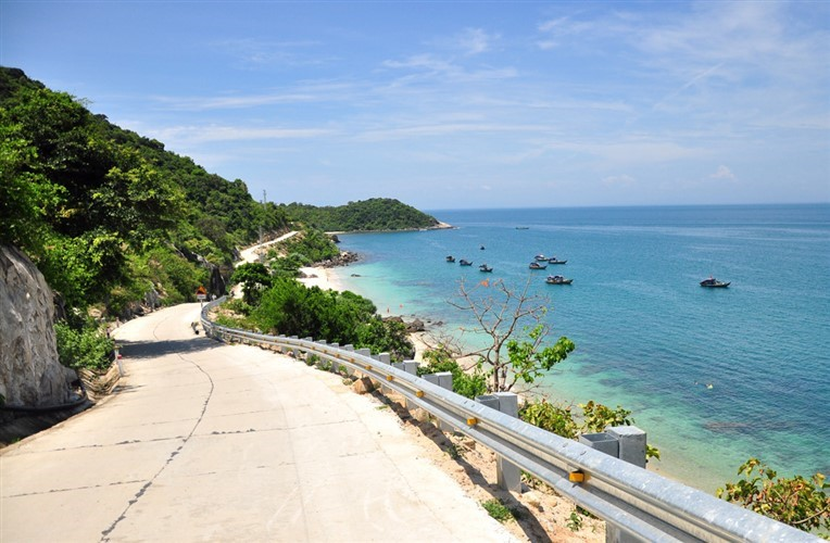 Discovery scuba diving in Cham island for certified divers (6)