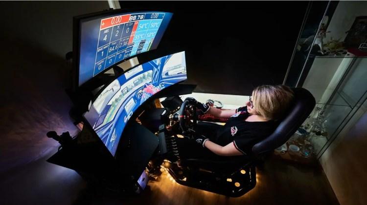 women sim racing
