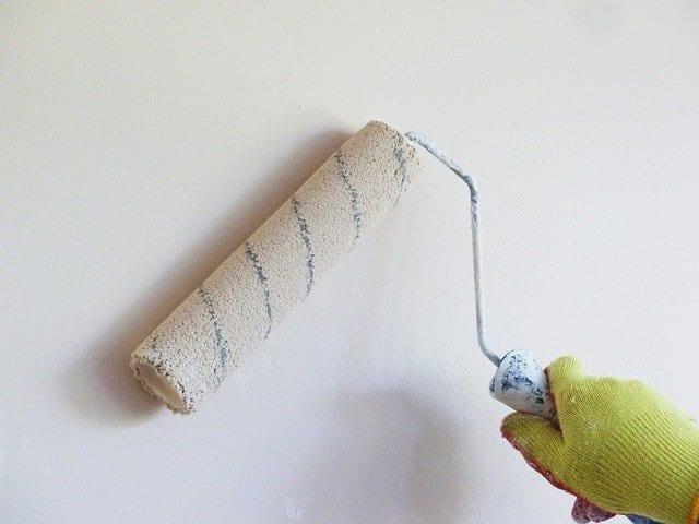Simple DIY tasks painting walls