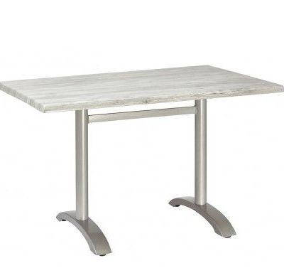 Mesa Cuadrada Hostelería Aluminio M401 Esta Mesa Cuadrada Hostelería Aluminio M401 está fabricada con una base de aluminio fundido pulido sin anodizar. Tubo de aluminio anodizado. El modelo que se presenta es un tablero enAcero Inoxidable Repulsado. No es una mesa apilable y está diseñada para ser usada en exteriores. No está indicado para el uso exterior en lugres con alto nivel de humedad o salinidad. La mesa se entrega desmontada y además incluye tacos reguladores de altura en las patas. Características: Armazón: Base de aluminio fundido pulido sin anodizar. Tubo de aluminio anodizado. Altura: 74cm Tablero: WERZALIT Acero inoxidable adamascado repulsado. Madera de teka natural. Compact. Sevelit Añádele a esta mesa un sistema abatible por tan solo 31€ más y un accesorio para colgar bolsos por 12€. *Para mas acabados de tableros consultar precio. Sabemos que cada espacio es único por eso ofrecemos muebles diseñados para adaptarse a cada rincón ya sea de tu hogar o de tu negocio. Aportamos soluciones profesionales personalizadas para hacer de tus estancias un lugar único y con carácter, a la vanguardia de las modas o conservando su estilo más tradicional o vintage. Crea conjuntos de mesas y sillas adaptadas a tu estilo y gustos con variedad de colores y acabados. Los modelos Werzalit cuentan con diversidad de acabados y colores, así como los compact premium, que destacan por sus acabados naturales. Si no encuentras lo que buscas, necesitas algo en concreto o más información sobre un producto, no dudes en contactar con nuestro servicio de Atención al Cliente