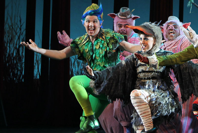 A Real Life Happy Ending For Two Shrek Touring Stars