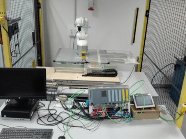 A simple physical lab with robotic arm