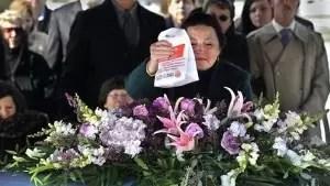 Insólito: Cortejo fúnebre se detiene a comprar hamburguesas