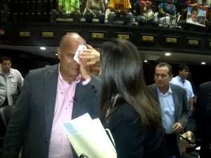 Agresión salvaje contra dos diputados de la oposición venezolana - Fotos
