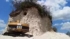 Insólito: Derrumban una pirámide maya para construir una ruta