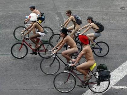 Ciclistas sin ropa colman las calles en México - Fotos