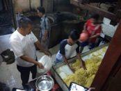 Gelar Penggerebekan di Simalungun, BPOM Sumut Sita 20 Liter Formalin Dari Pabrik Pembuatan Mie Kuning.