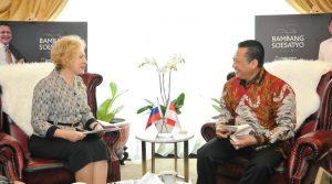 Ketua MPR Bambang Soestyo saat menerima Duta Besar Rusia untuk Indonesia, H.E Mrs Lyudmila Georgievna Verobieva, di Ruang Kerja Ketua MPR RI, Jakarta, Selasa (26/11/2019).