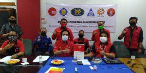 Sebut Ada 8 Alasan Kuat, Buruh Sektor Ketenagalistrikan Nyatakan Tolak Omnibus Law. – Foto: Para buruh yang terdiri daeri Serikat Pekerja (SP) dan Serikat Buruh (SB) Ketenagalistrikan yang terdiri dari Serikat Pekerja PT Perusahaan Listrik Negara (SP PLN) Persero, PP Indonesia Power, Serikat Pekerja Pembangkitan Jawa Bali (SP PJB), Serikat Pekerja Elektronik Elektrik Federasi Serikat Pekerja Metal Indonesia (SPEE-FSPMI), dan Federasi Serbuk Indonesia, dan Public Services International secara tegas melakukan penolakan terhadap Omnibus Law RUU Cipta Kerja. (Ist)