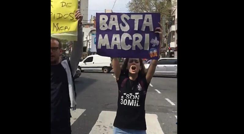 [VIDEO] LAS ESQUINAS DE BUENOS AIRES GRITAN UN FUERTE RECHAZO A @mauriciomacri