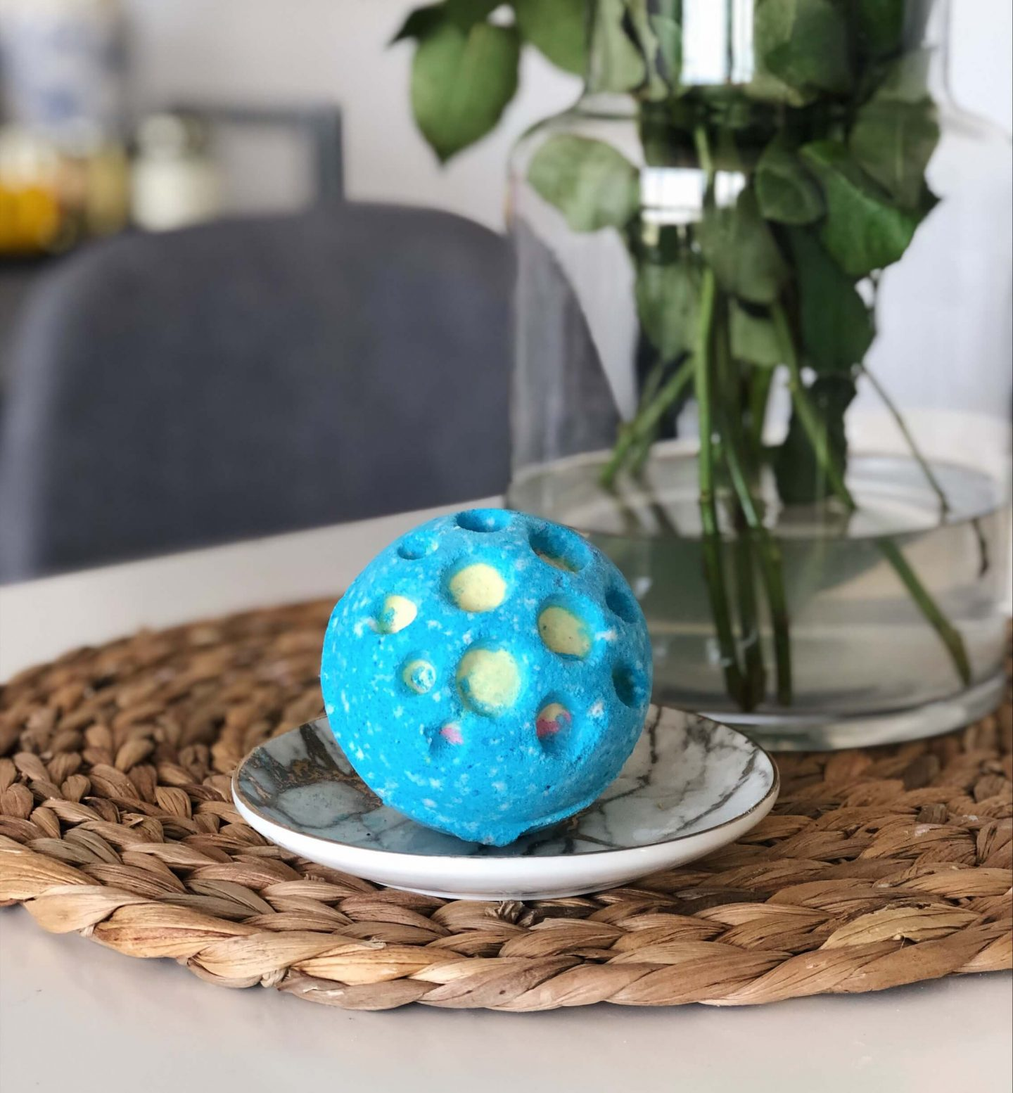 Lush bath bombs Topknotch blog Christmas gift guide