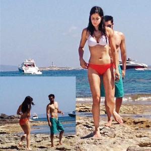 Katrina-Kaif-and-Ranbir-Kapoor-Gets-Cozy-at-Ibiza