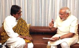 गुजरात के मुख्यमंत्री नरेंद्र मोदी के साथ अमिताभ बच्चन। (फाइल)