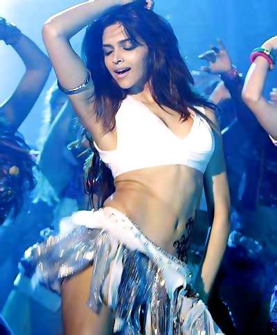 दम मारो दम के गाने में दीपिका पादुकोणे ने ना सिर्फ़ सेक्सी ड्रेस पहनीं, बल्कि डांस भी किया। इस गाने में एक रेव पार्टी के बीच डांस करतीं दीपिका ने अपने नेवल का जमकर प्रदर्शन किया।