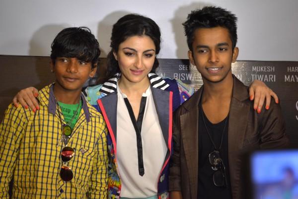 शंकर, सोहा और हर्ष।