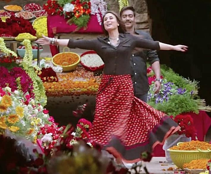 सिंघम रिटर्न्स में करीना और अजय।