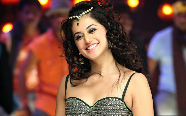 taapsee_pannu_wall