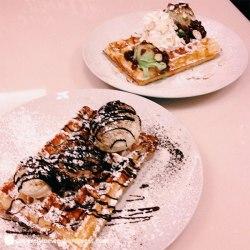 Mochaholic and Green Light waffles