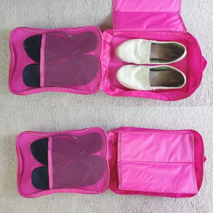 Inside look at the shoe packing cube. Comes with a divider to keep out dirt, good for a pair of flip flops and another pair of comfy shoes.