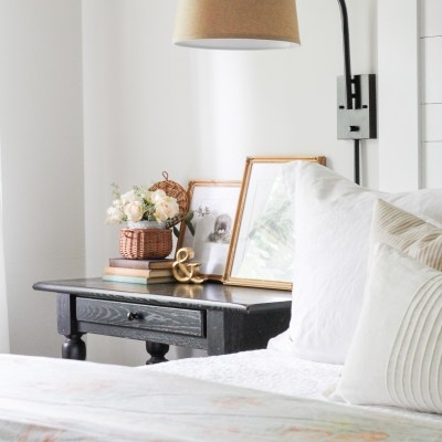 3 Simple Nightstand Styling Tips + Free Vintage Prints
