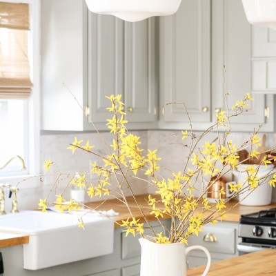 Spring Touches in the Kitchen