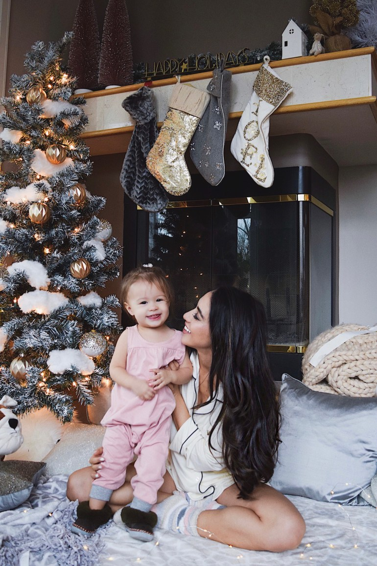 mom-and-daughter-mommy-and-me-brittany-seiden-sincerely-styled-eberjey-pajamas-holidays-at-home