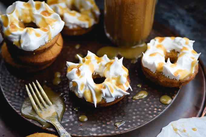 meringue-frosted-butterbeer-baked-doughnuts-10