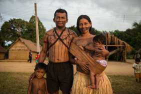 """Among the people present at the meeting in Waro Apompu was anthropologist Ademir Kaba Munduruku with his family, dedicated to protect and rescue his culture from extinction. """"When people ask me if I am Peruvian, Colombian or Japanese, I do not tell them I am Indian. I say I'm Munduruku, I explain that this is one the 230 ethnIc groups that exist in Brazil. I am one of them."""""""