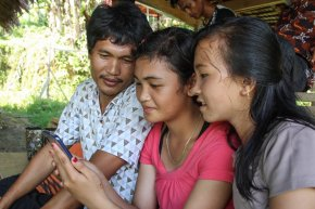 Helsa and Sunarti proudly showing their work to Manuel (staff YPBM). (credits: Martison Siritoitet).