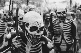 The Skeleton Men fighting