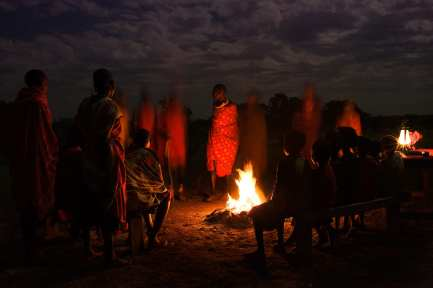 By night, the men of the Masai tribe gather around one single bonfire at the heart of their tribal village. While normally they sing and dance without the presence of children and women, this time was the exception of the rule.