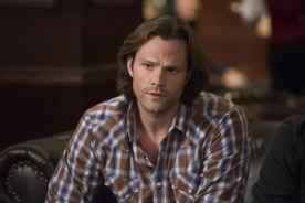 """Supernatural --""""Ladies Drink Free""""-- SN1216a_0291.jpg -- Pictured: Jared Padalecki as Sam -- Photo: Diyah Pera/The CW -- © 2017 The CW Network, LLC. All Rights Reserved"""