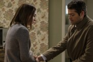 """Supernatural --""""The Future"""" -- SN1219a_0121.jpg -- Pictured (L-R): Courtney Ford as Kelly Kline and Misha Collins as Castiel -- Photo: Robert Falconer/The CW -- © 2017 The CW Network, LLC. All Rights Reserved"""