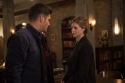 """Supernatural --""""Who We Are"""" -- SN1222a_0073.jpg -- Pictured (L-R): Jensen Ackles as Dean and Elizabeth Blackmore as Toni Bevell -- Photo: Diyah Pera/The CW -- © 2017 The CW Network, LLC. All Rights Reserved"""