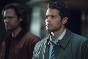 """Supernatural --""""All Along the Watchtower"""" -- SN1223b_0244.jpg -- Pictured (L-R): Jared Padalecki as Sam and Misha Collins as Castiel -- Photo: Dean Buscher/The CW -- © 2017 The CW Network, LLC. All Rights Reserved"""