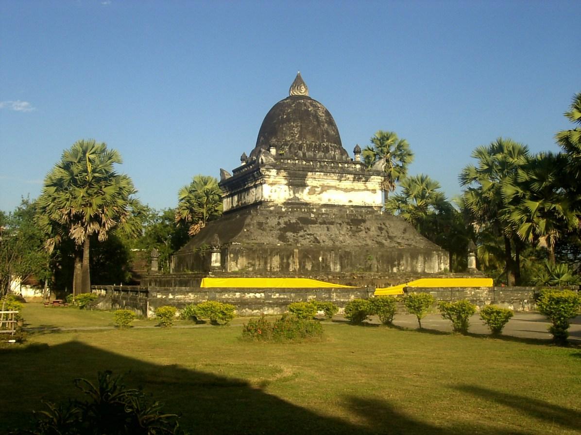 Laos Luang Prabang Stupa Wat Wisunarat - Los Mejores Templos que ver en Luang Prabang en 2 días