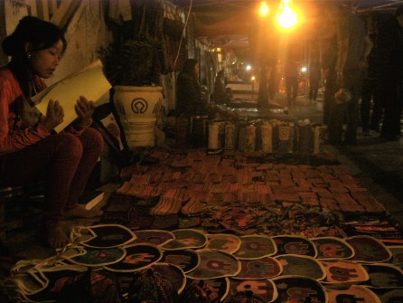 Laos Night Market de Luang Prabang - Los Mejores Templos que ver en Luang Prabang en 2 días