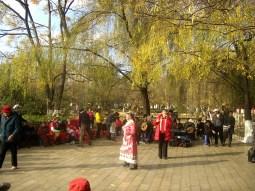 Kunming - Bailes tradicionales en el Green Lake