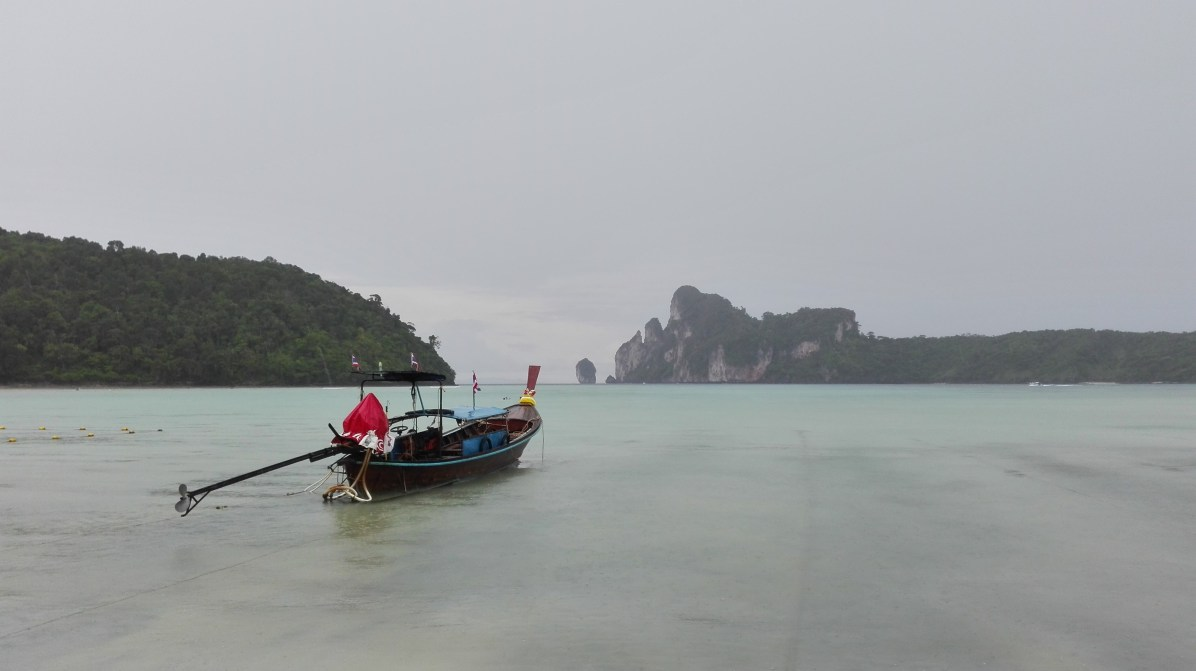 Tailandia Playa de Koh Phi Phi - 4 Posibles Rutas para Viajar por el Sudeste Asiático