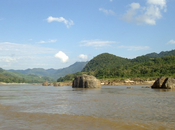 Mekong Cruise Views - Mekong cruise: From Huay Xai to Luang Prabang