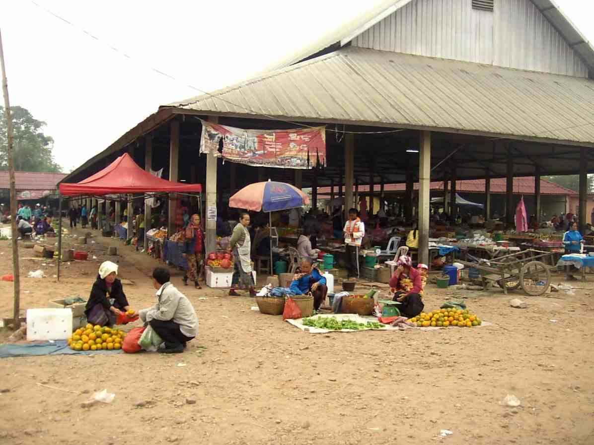 Laos Mercado callejero scaled - Top Tips and Curiosities about Laos