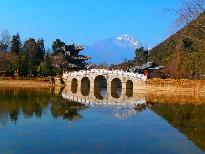 Yunnan Black Dragon Pool Lijiang 500x375 - Best places to see in Lijiang: old town and surroundings