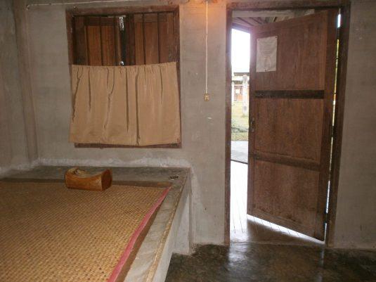 Meditación Mi Habitación scaled - Meditación Vipassana en Tailandia: mi experiencia