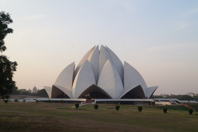 India Delhi Templo del Loto 1 500x333 - Top 5 places to see in New Delhi