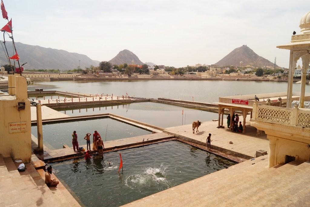 Pushkar Ghats del Lago de Phuskar 1 1024x682 - Visita a Pushkar: los 5 mejores lugares que ver