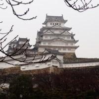 El castillo de Himeji y el castillo Okayama en un día